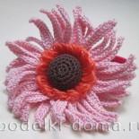 Резинка в виде цветка герберы (вязание крючком)