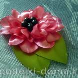Цветок из атласных лент для заколки, резинки, обруча