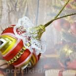 Елочный шарик из лент в технике канзаши