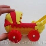 Как сделать коляску для куклы из подручного материала