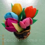 Крокусы — цветы из одноразовых ложек и гофрированной бумаги