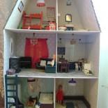 Кукольный домик для дочек