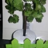 Элементы игрового макета парка: дерево, скамейка