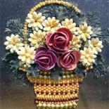 Корзина с цветами из семян и ракушек