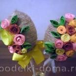 Пасхальные яйца из джута, украшенные квиллингом