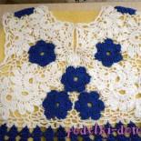 Оригинальное сине-белое платье для девочки с цветами