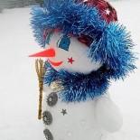Снеговик — поделка в технике папье-маше