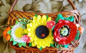 Украшение на корзинку – цветы в технике канзаши