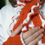 Нарядный весенний комплект для девочки: шарфик и митенки